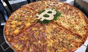 Пицца с символом bitcoin